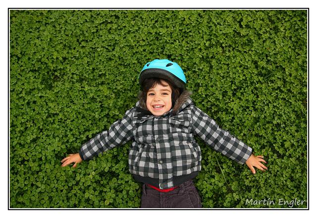 Retratos-Niños-Treboles-Riendo
